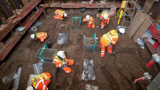 Đường tàu đụng phải 60.000 ngôi mộ cổ - Ảnh 5.
