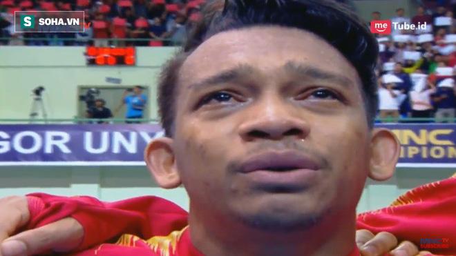 Sao Indonesia tái hiện hình ảnh xúc động của Công Vinh khi khóc như mưa trong lúc hát Quốc ca - Ảnh 1.