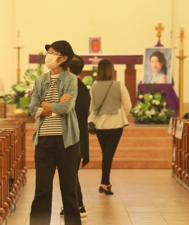 Tang lễ Lam Khiết Anh: Trương Vệ Kiện buồn bã, chị gái lặng người trước di ảnh xinh đẹp của nữ diễn viên - Ảnh 14.