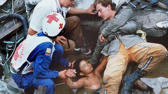 Bi kịch của Omayra Sanchez và đôi mắt đen hấp hối vẫn ám ảnh cả thế giới dù cho đã 33 năm trôi qua - Ảnh 7.