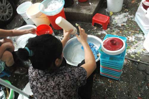 Mẹ đi rửa bát thuê bị quỵt lương, con trai gọi 500 anh em vào làm loạn fanpage nhà hàng - Ảnh 4.