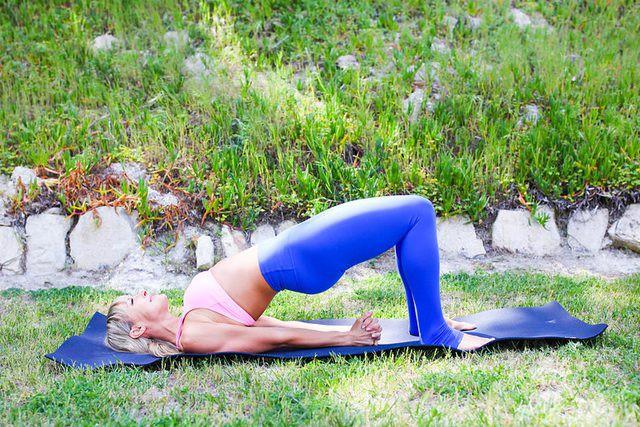 Những tư thế yoga làm tăng ham muốn và độ sung mãn trong chuyện ấy - Ảnh 2.