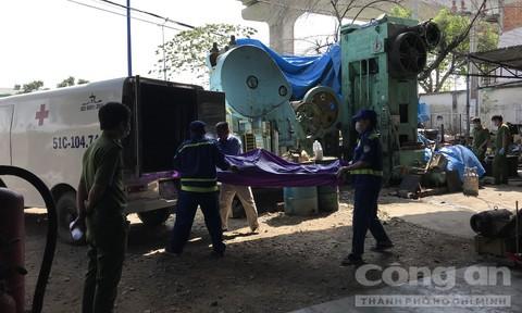 Người đàn ông chết khô lủng lẳng trên chiếc máy dập sắt ở Sài Gòn - Ảnh 3.