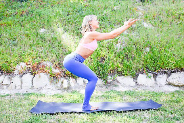 Những tư thế yoga làm tăng ham muốn và độ sung mãn trong chuyện ấy - Ảnh 5.