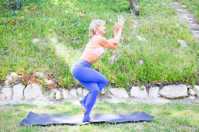 Những tư thế yoga làm tăng ham muốn và độ sung mãn trong chuyện ấy - Ảnh 6.