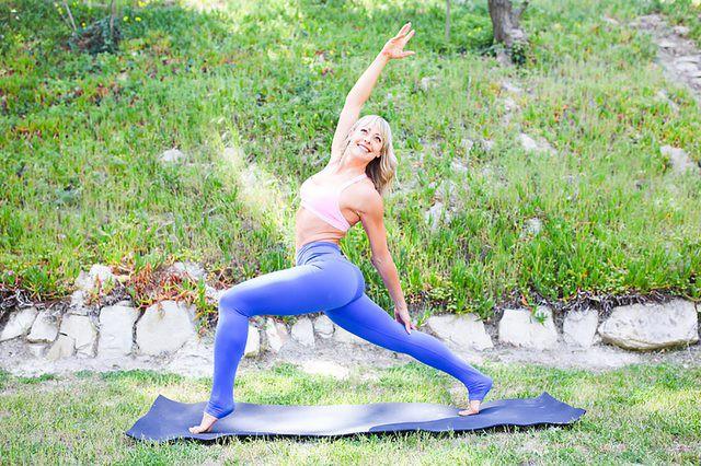 Những tư thế yoga làm tăng ham muốn và độ sung mãn trong chuyện ấy - Ảnh 7.