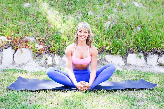 Những tư thế yoga làm tăng ham muốn và độ sung mãn trong chuyện ấy - Ảnh 8.