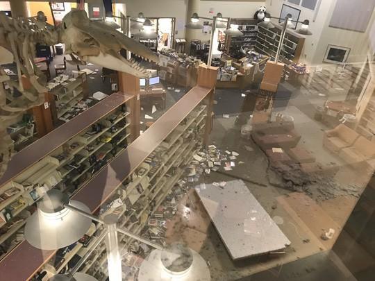 Bang Alaska thiệt hại nặng sau trận động đất mạnh bất thường - Ảnh 7.