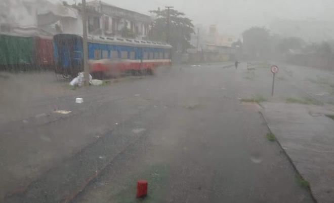 Đà Nẵng thất thủ lần 2, nước ngập khắp các tuyến đường trung tâm - Ảnh 9.