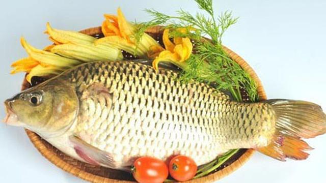 Chuyên gia cảnh báo: Sai lầm khi ăn cá chép có thể gây ngộ độc, hại gan  - Ảnh 1.