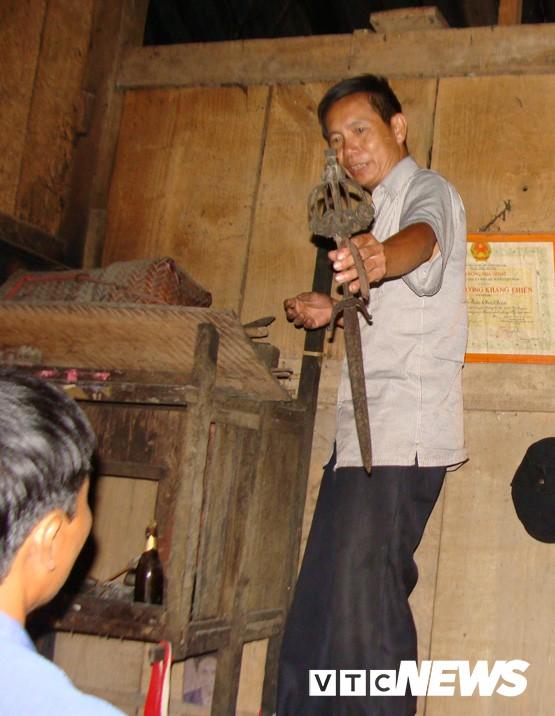 Những thanh kiếm bí ẩn ở Việt Nam: Kiếm báu kỳ lạ của tổ tiên người Dao - Ảnh 2.