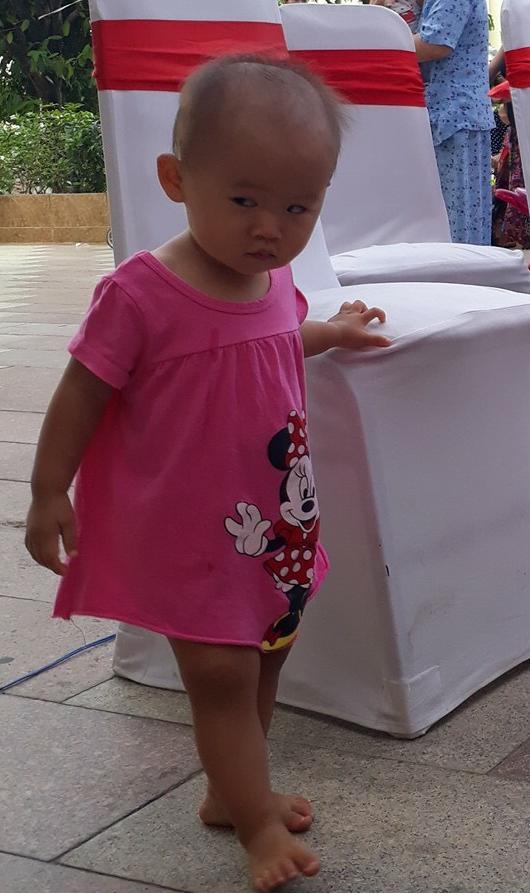 8 khoảnh khắc của cô bé 2 tuổi khiến dân mạng thích thú vì quá giống HLV Park Hang-seo - Ảnh 9.