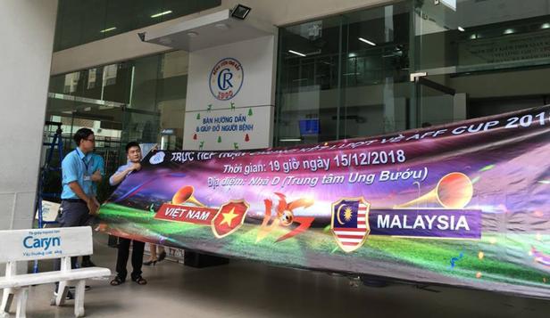 Sài Gòn đổ mưa trước giờ diễn ra trận chung kết AFF Cup 2018 - Ảnh 2.