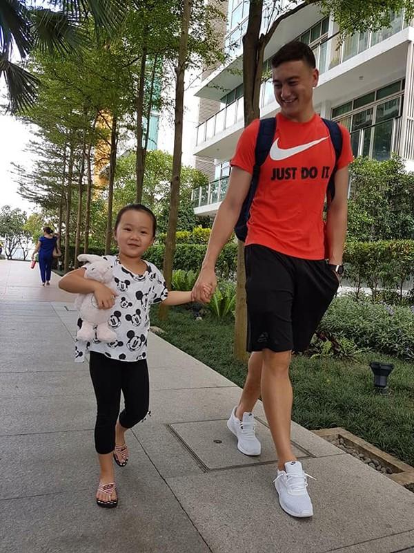 Chị họ Lâm Tây: Là mỹ nhân đình đám, thường được thủ môn tuyển Việt Nam hộ tống  - Ảnh 5.