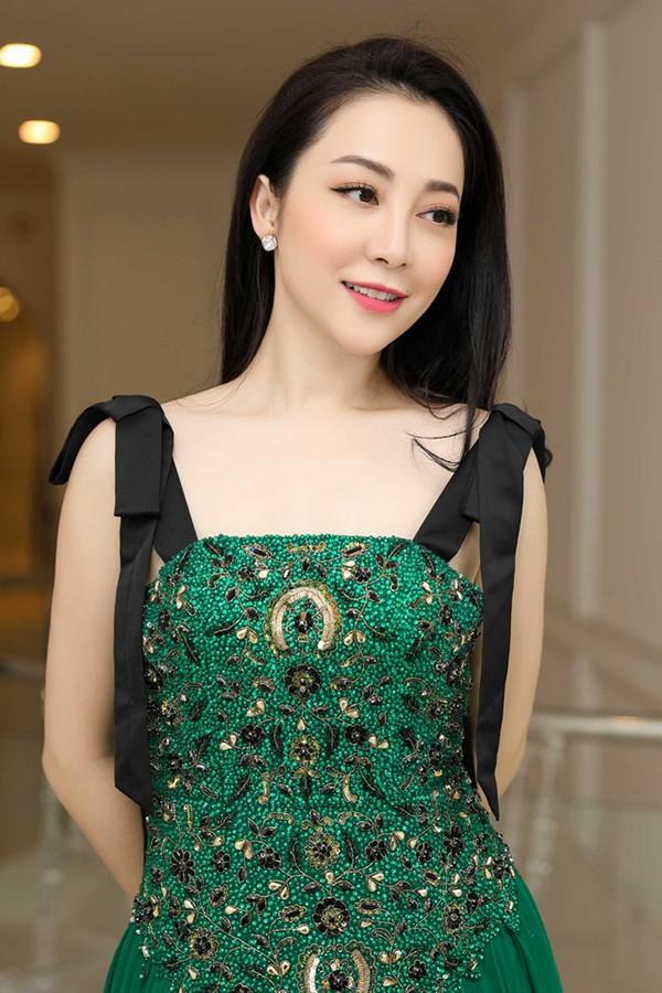 Chị họ Lâm Tây: Là mỹ nhân đình đám, thường được thủ môn tuyển Việt Nam hộ tống  - Ảnh 7.