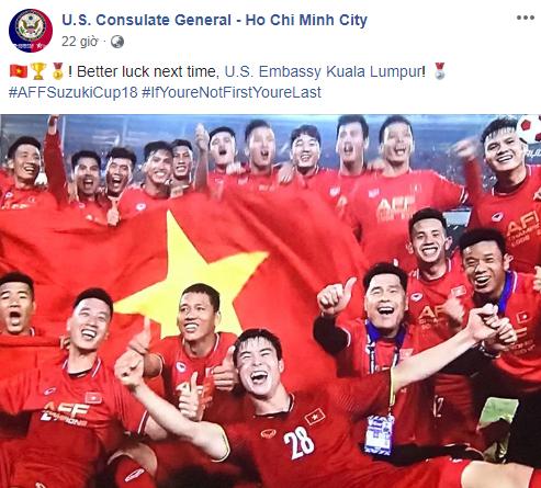 Mừng ĐT Việt Nam vô địch, Lãnh sự quán Mỹ tại TP. HCM trêu chọc Đại sứ quán ở Malaysia - Ảnh 1.