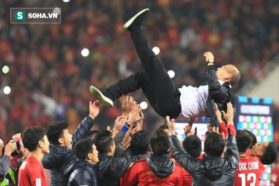 """Báo Hàn Quốc sửng sốt trước mức tiền thưởng """"kếch xù"""" dành cho HLV Park Hang-seo - Ảnh 1."""