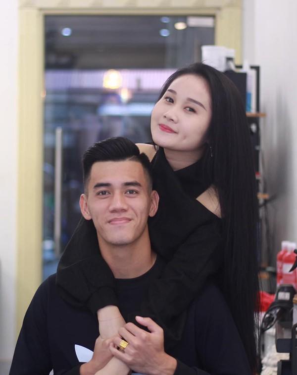 Gia thế giàu có, nhan sắc khả ái của bạn gái cầu thủ Tiến Linh - cơn gió lạ trong đội tuyển Việt Nam - Ảnh 2.