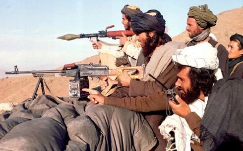 Mỹ và Taliban bước vào đàm phán nhằm chấm dứt xung đột tại Afghanistan - Ảnh 1.