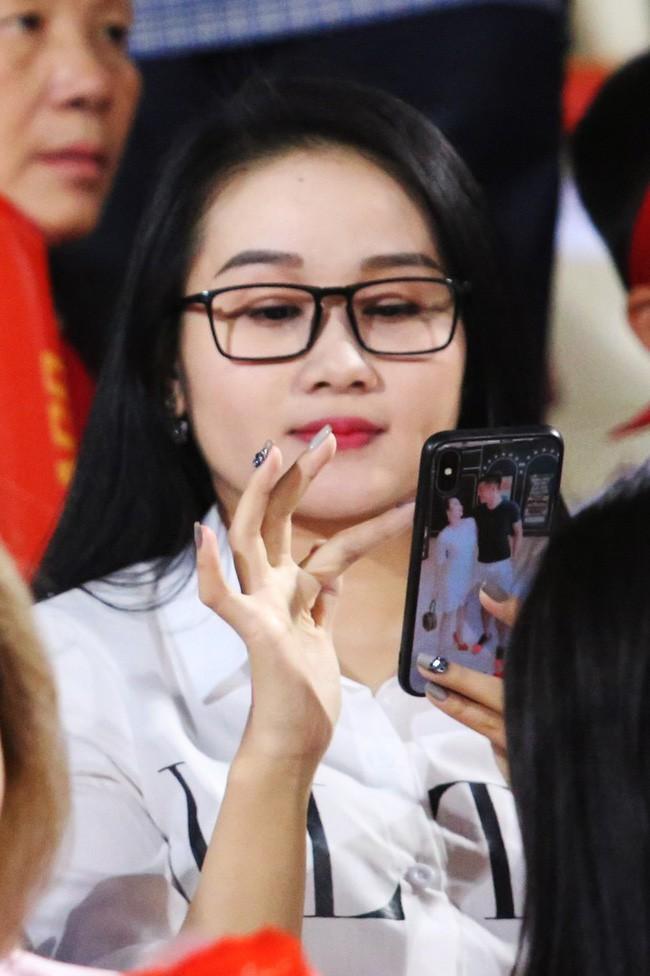 Gia thế giàu có, nhan sắc khả ái của bạn gái cầu thủ Tiến Linh - cơn gió lạ trong đội tuyển Việt Nam - Ảnh 17.