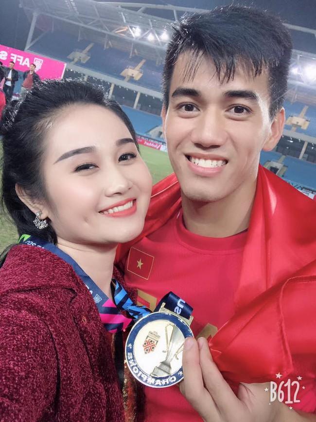 Gia thế giàu có, nhan sắc khả ái của bạn gái cầu thủ Tiến Linh - cơn gió lạ trong đội tuyển Việt Nam - Ảnh 5.