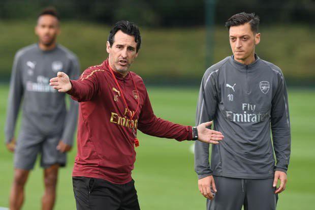 Khi vũ khí tối thượng mất đi sự sắc bén, Ozil không còn là trái tim của Arsenal - Ảnh 2.
