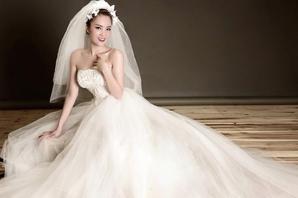 Thông tin hiếm hoi về chồng đại gia, hơn 8 tuổi của Á hậu Thụy Vân - ảnh 1