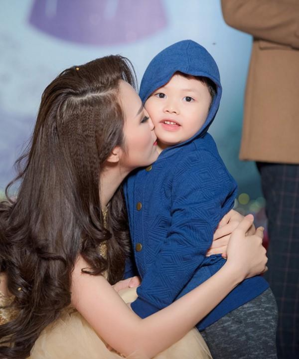 Thông tin hiếm hoi về chồng đại gia, hơn 8 tuổi của Á hậu Thụy Vân - ảnh 7