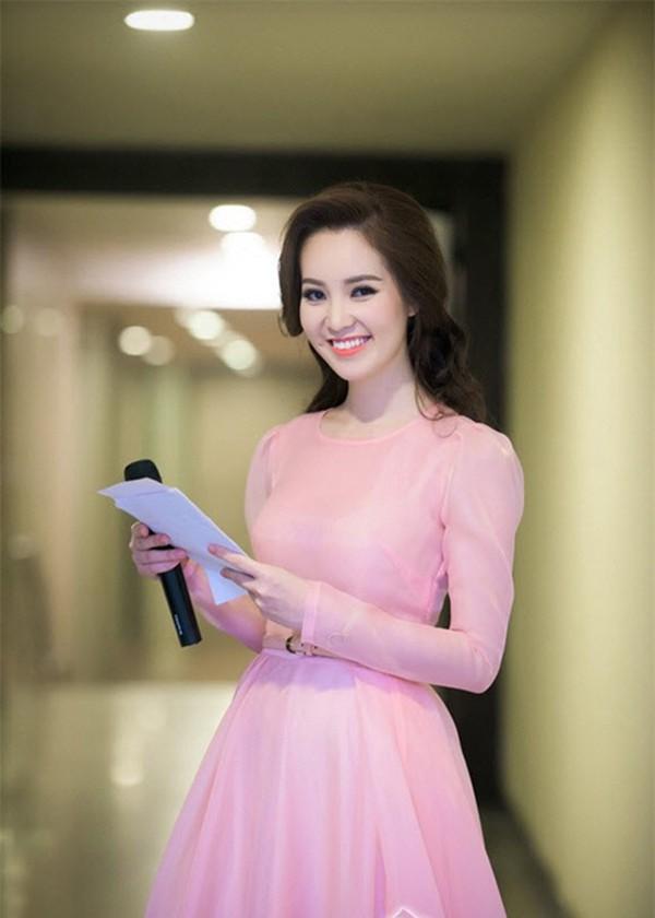 Thông tin hiếm hoi về chồng đại gia, hơn 8 tuổi của Á hậu Thụy Vân - ảnh 8
