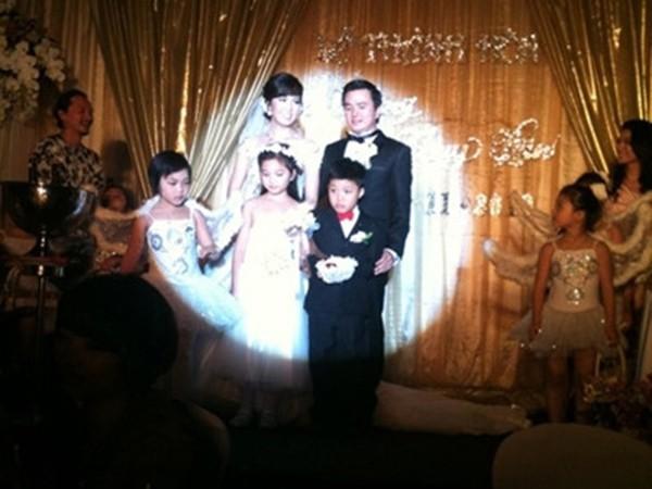 Thông tin hiếm hoi về chồng đại gia, hơn 8 tuổi của Á hậu Thụy Vân - ảnh 2
