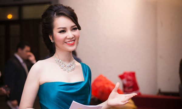 Thông tin hiếm hoi về chồng đại gia, hơn 8 tuổi của Á hậu Thụy Vân - ảnh 5