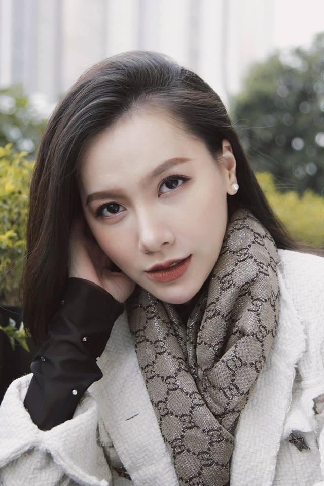 Phủ nhận phẫu thuật thẩm mỹ nhưng gương mặt MC Minh Hà ngày càng khác lạ - Ảnh 4.