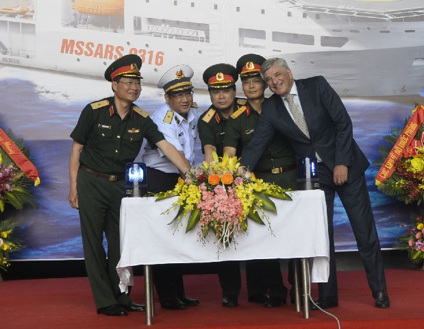 Tàu tuần tra cỡ lớn Made in Vietnam tả xung hữu đột: Thần tốc tiến ra nước ngoài - Ảnh 2.