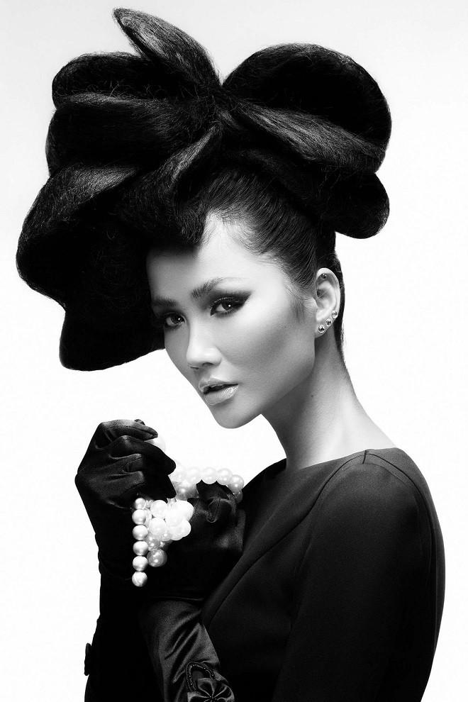 Hình ảnh bán nude đầy quyến rũ của HHen Niê trên trang bìa tạp chí Mỹ nổi tiếng - Ảnh 4.