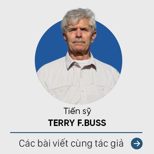 GS Terry F. Buss: Tại sao rất nhiều người Việt nói tiếng Anh kém như vậy? - Ảnh 1.