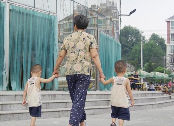 4 hành động yêu thương thường ngày của ông bà tưởng tốt nhưng lại có khả năng gây nguy hại cho trẻ mà nhiều bố mẹ không để ý - Ảnh 2.