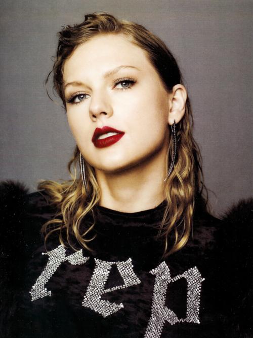 Taylor Swift và Rihanna: Danh hiệu Nghệ sĩ thập kỉ Billboard nên về với ai? - Ảnh 5.