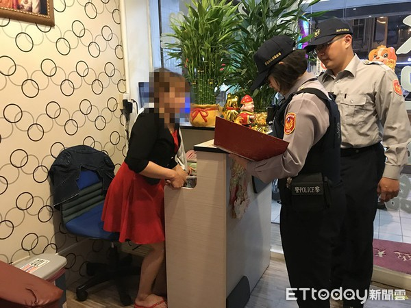 Cảnh sát Đài Loan mai phục bắt người, triệt phá 1 đường dây người Việt lừa đảo người Việt - Ảnh 3.