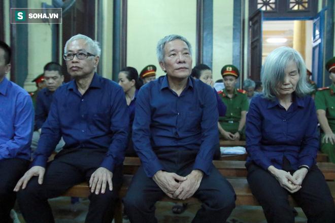 Xét xử Vũ nhôm và Trần Phương Bình: Từ nhân viên bảo vệ lên trưởng phòng ngân quỹ ĐongAbank  - Ảnh 1.