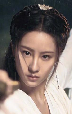 Nhan sắc thật sự của Tiểu Long Nữ mũi to bị photoshop thảm hoạ trên poster Tân Thần Điêu Đại Hiệp 2018 - ảnh 2