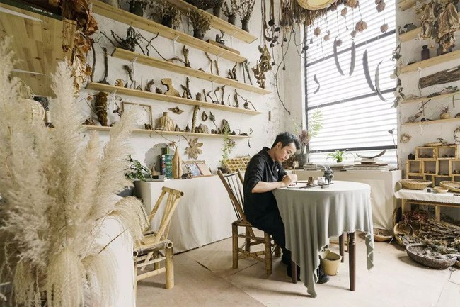 Cuộc sống thần tiên của chàng trai độc thân trong căn biệt thự cổ rộng 300m² ở vùng quê yên bình - Ảnh 1.