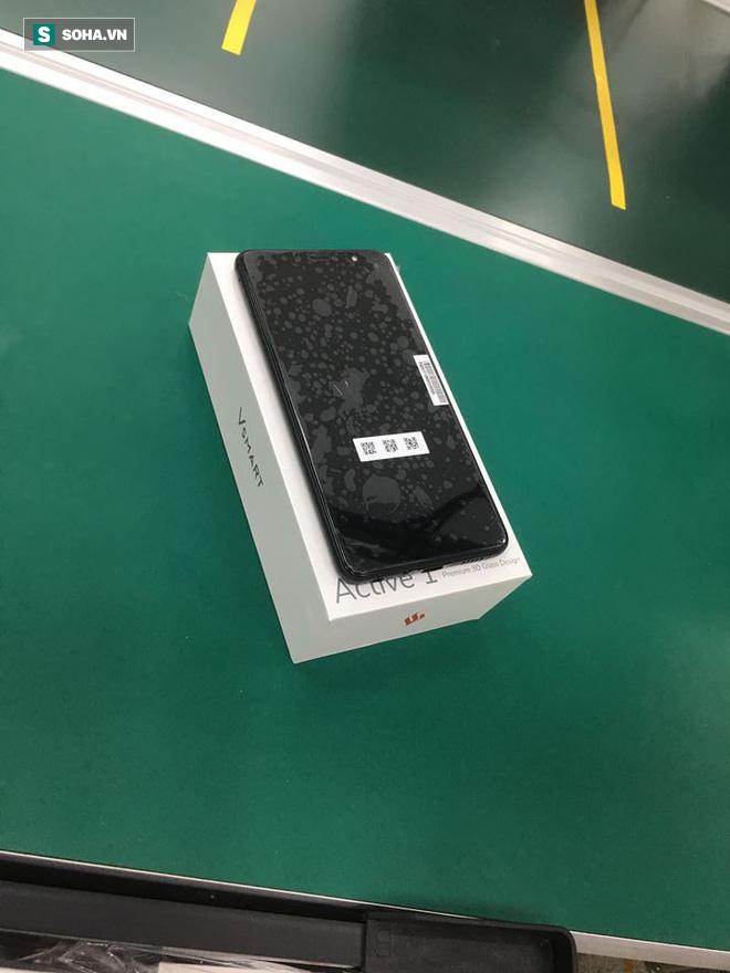 Lộ diện hình ảnh đầu tiên của chiếc điện thoại thông minh VSmart - Ảnh 2.
