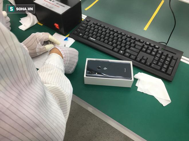 Lộ diện hình ảnh đầu tiên của chiếc điện thoại thông minh VSmart - Ảnh 3.