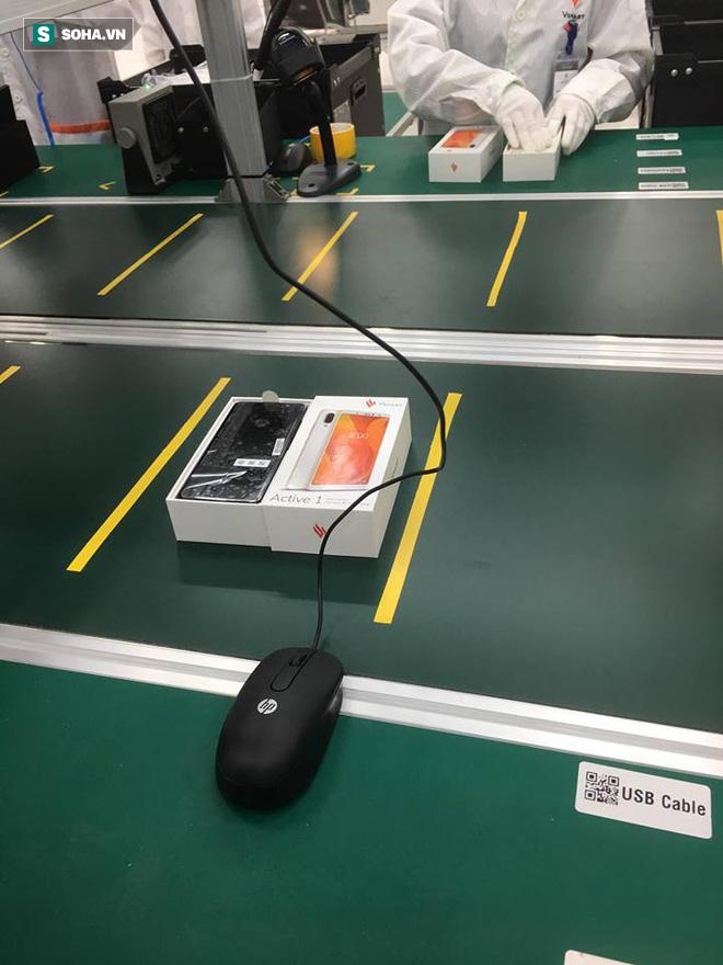 Lộ diện hình ảnh đầu tiên của chiếc điện thoại thông minh VSmart - Ảnh 4.