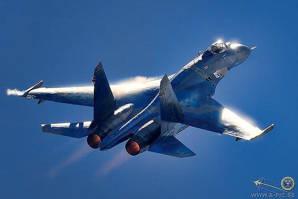 [ẢNH] Từ 70 chiến thần Su-27 xuống còn 17 chiếc, điều gì đang xảy ra với chiến đấu cơ mạnh nhất của Ukraine? - Ảnh 4.