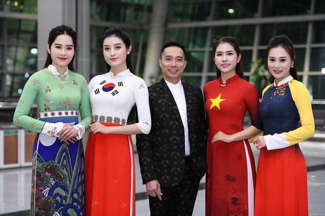 Huyền My, Phương Oanh Quỳnh búp bê trình diễn áo dài của NTK Đỗ Trịnh Hoài Nam tại Hàn - Ảnh 2.
