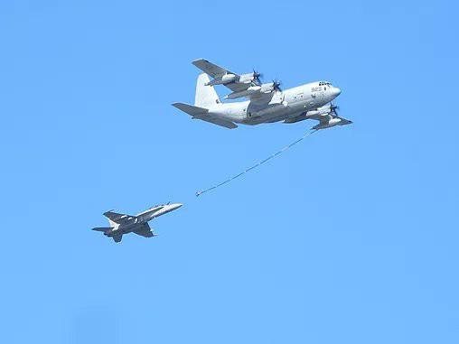 Tiêm kích F/A-18 và KC-130 Mỹ đâm nhau ở Nhật Bản - 5 người trên máy bay tiếp dầu không có ghế thoát hiểm - Ảnh 3.