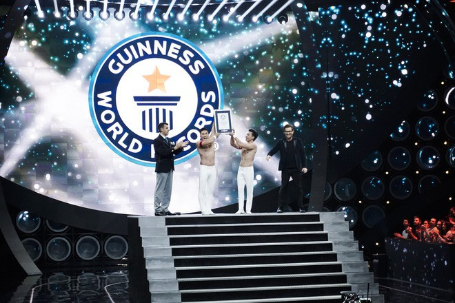 Anh em Quốc Cơ - Quốc Nghiệp kể lại giây phút căng thẳng đảm bảo tính mạng cho nhau khi xác lập kỷ lục Guinness ở Ý - Ảnh 3.
