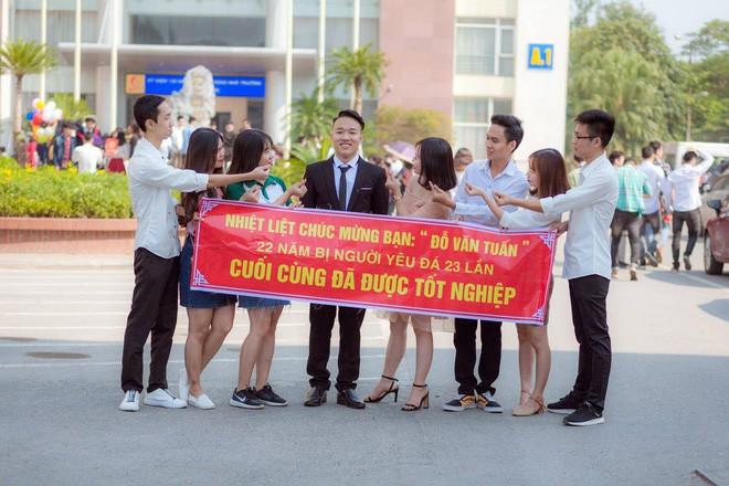 Thanh xuân sẽ rất buồn nếu không có bạn thân, lầy đến mức in banner để tố giác nhau ngày tốt nghiệp - Ảnh 2.