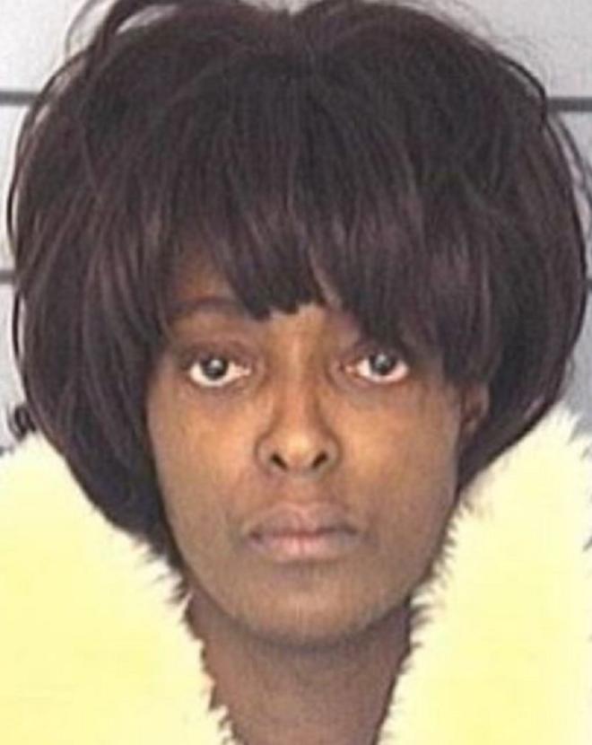 Vừa bị bắt vì tội hành hung, nữ phạm nhân đã gây bão MXH Mỹ vì đôi mắt kỳ quặc hiếm có - Ảnh 2.